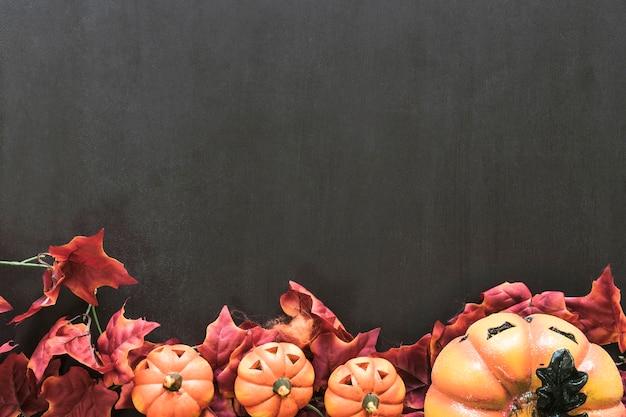 Composição decorativa para halloween com espaço