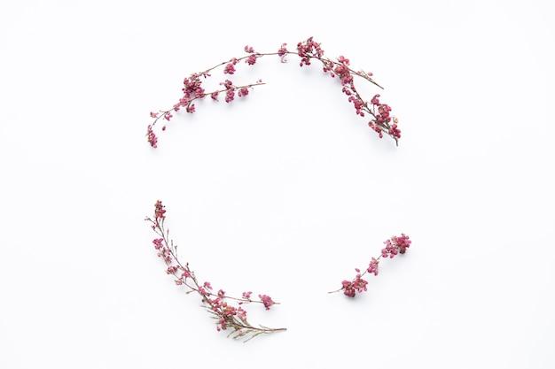 Composição delicada de flores silvestres