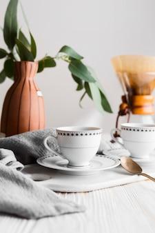 Composição diferente de xícaras de café