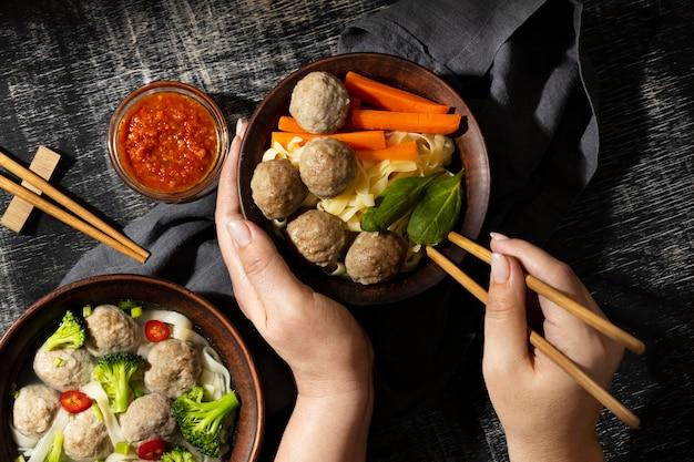 Composição do bakso tradicional da indonésia