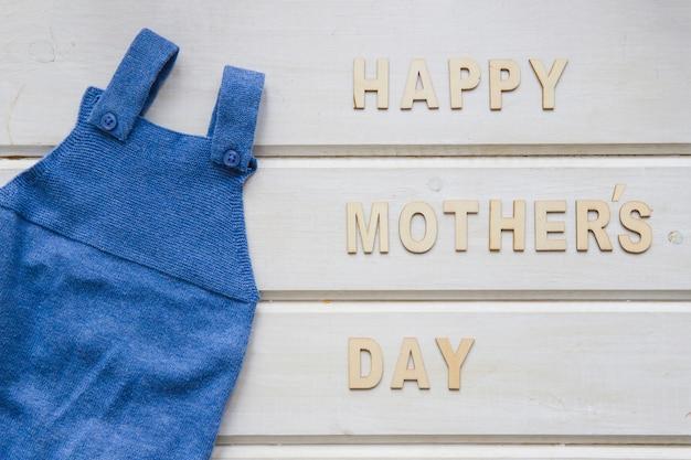 Composição do dia das mães com roupas azuis