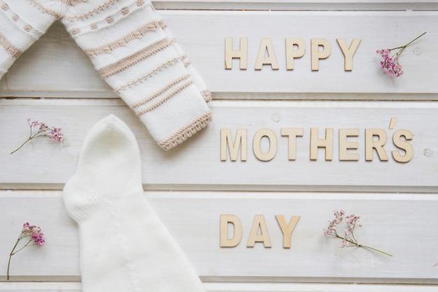 Composição do dia das mães com roupas brancas