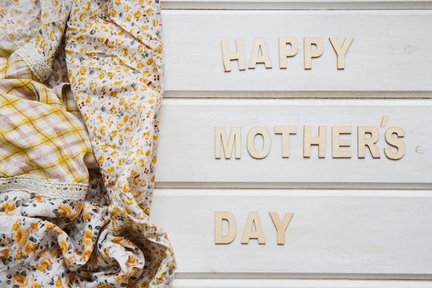 Composição do dia das mães com roupas