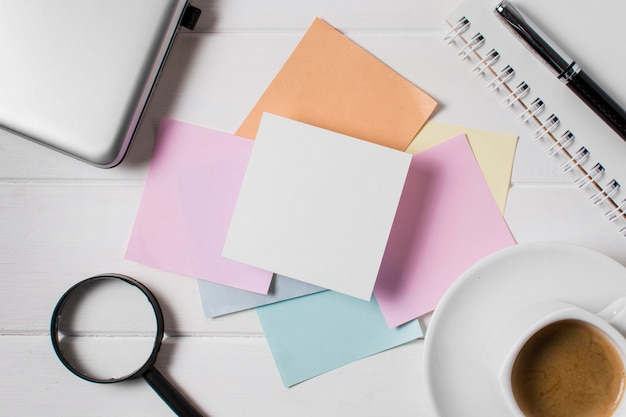 Composição do dia do chefe com notas adesivas