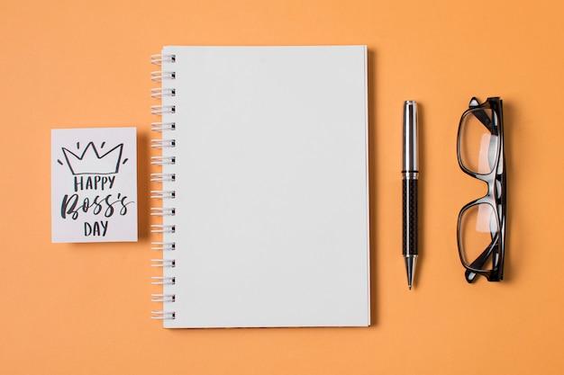Composição do dia do chefe em fundo laranja