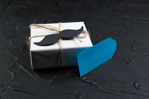 Composição do dia dos pais com caixa de presente