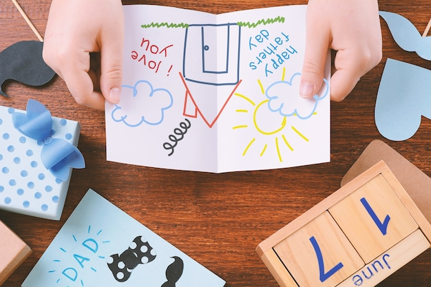 Composição do dia dos pais com espaço para desenho de criança