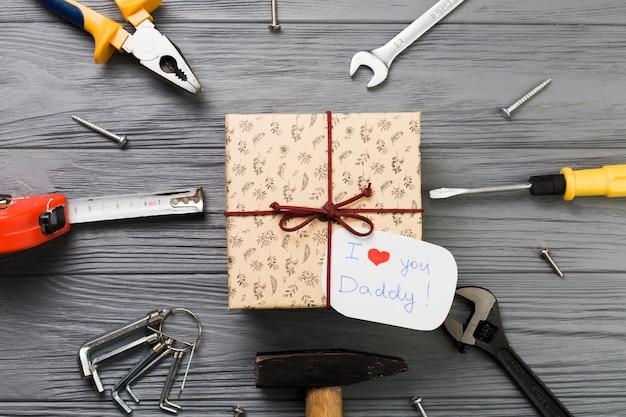 Composição do dia dos pais com ferramentas