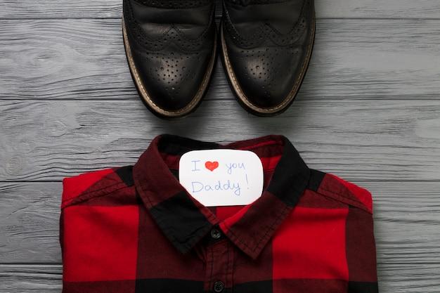 Composição do dia dos pais com jersey e sapatos