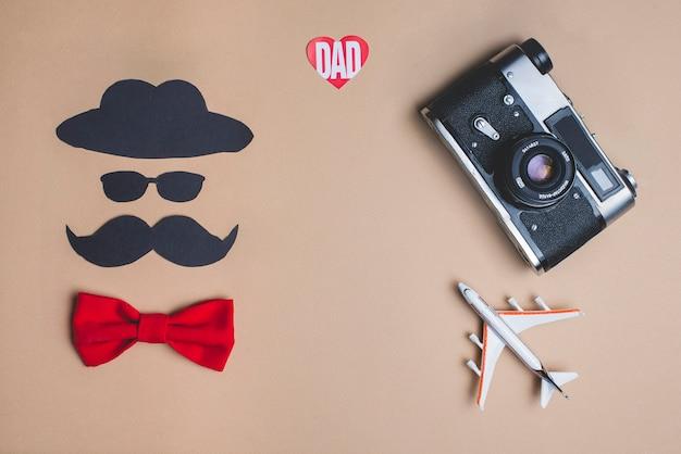 Composição do dia dos pais com laço vermelho decorativo
