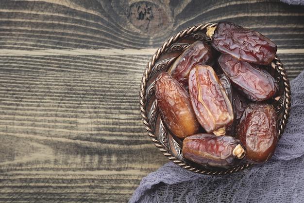 Composição do ramadã com tâmaras secas