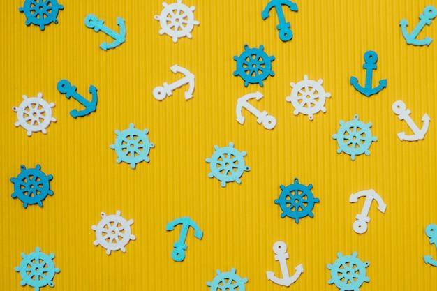Composição do verão com lemes e âncoras