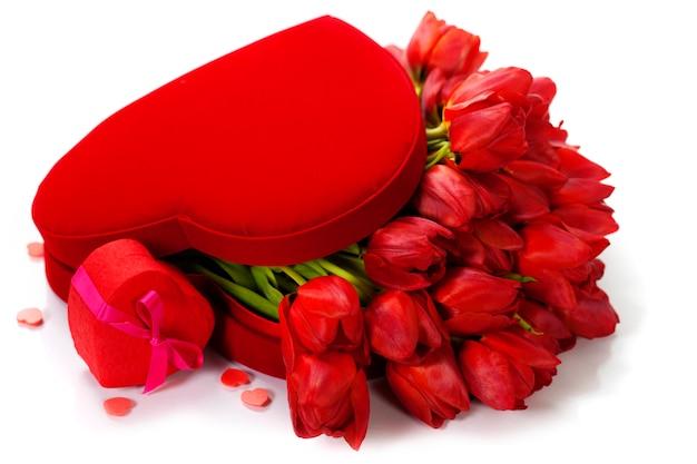 Composição dos namorados com tulipas vermelhas