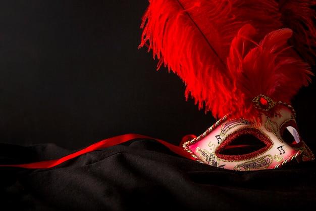 Composição elegante com máscara do carnaval veneziano