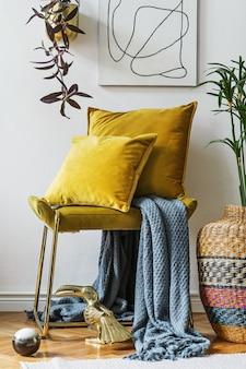 Composição elegante de detalhes interiores de sala de estar criativos e aconchegantes e almofadas de velur coloridas elegantes. paredes brancas.