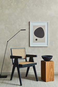 Composição elegante de interior aconchegante de sala de estar com moldura de pôster simulada e modelo de poltrona
