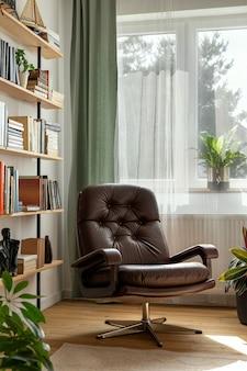 Composição elegante do interior do escritório em casa com poltrona retro design, biblioteca, planta, janela, livros, decoração e acessórios pessoais elegantes na decoração da casa.
