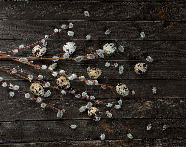 Composição festiva de primavera de páscoa com galhos de salgueiro