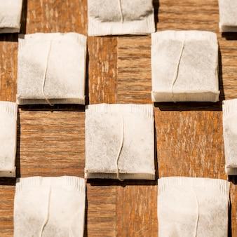 Composição geométrica de saquinhos de chá