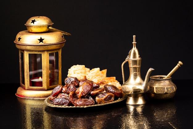 Composição islâmica de ano novo com alcorão e datas