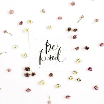 Composição minimalista com palavras be kind escritas em estilo caligráfico