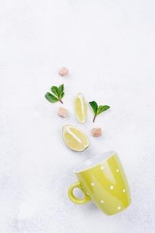 Composição minimalista plana leiga de ingredientes diferentes