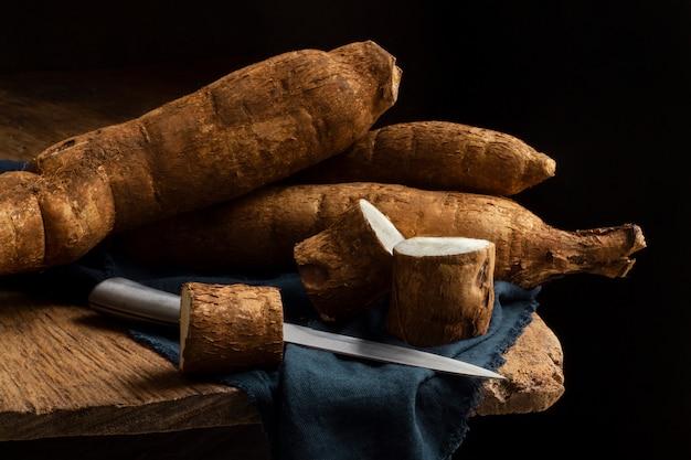 Composição nutritiva de raízes de mandioca fatiadas