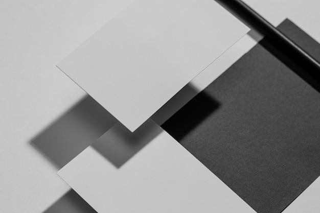 Composição organizada de elementos de papelaria