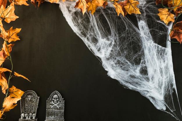 Composição para halloween com teia de aranha