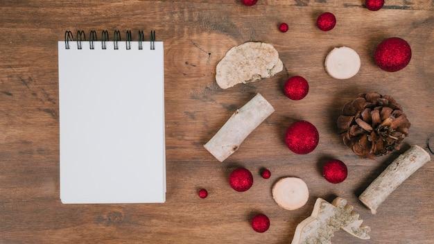 Composição para o natal com bloco de notas