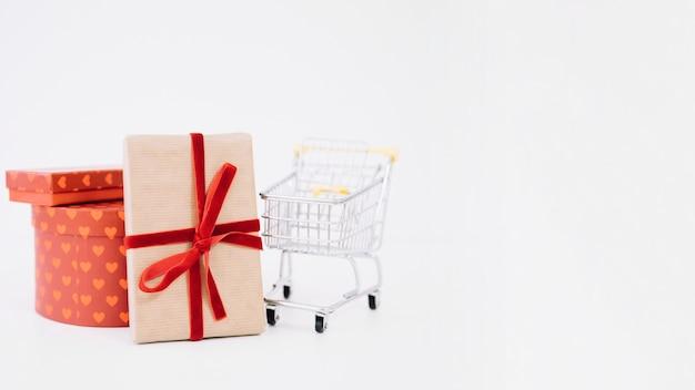 Composição para sexta-feira preta com carrinho e caixas de presente