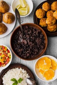 Composição plana com deliciosa comida brasileira