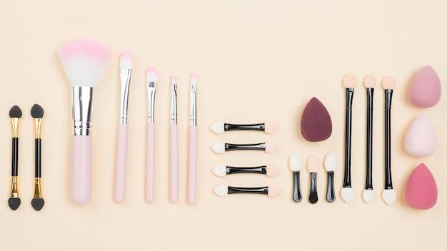 Composição plana de cosméticos diferentes leigos