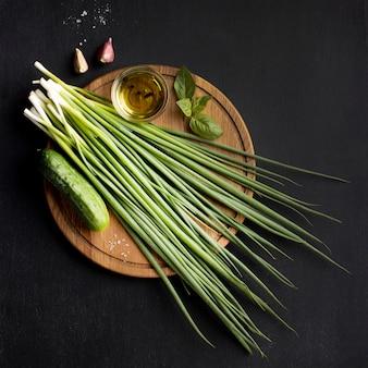 Composição plana de deliciosos vegetais frescos