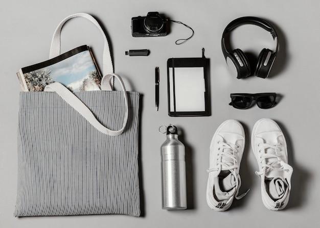 Composição plana de diferentes elementos de viagem
