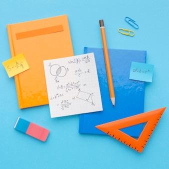 Composição plana de material escolar