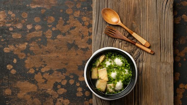Composição plana do delicioso bakso indonésio