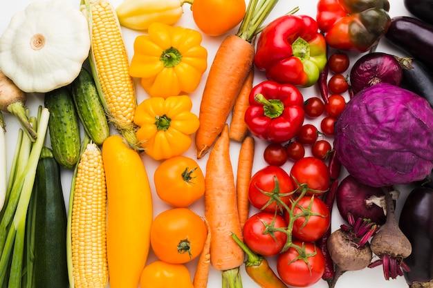 Composição plana e colorida de vegetais
