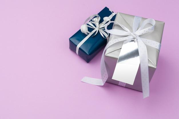 Composição plana leiga com caixa de presente bonita