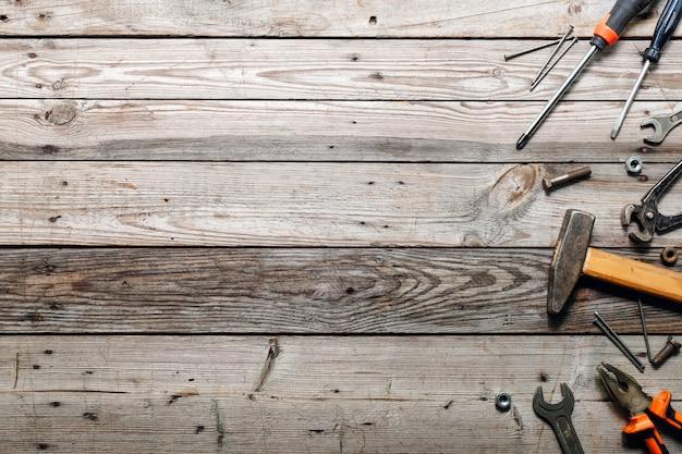 Composição plana leiga com fundo de ferramentas de carpintaria vintage