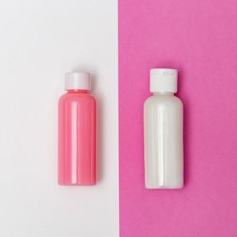 Composição plana leiga com produtos cosméticos.