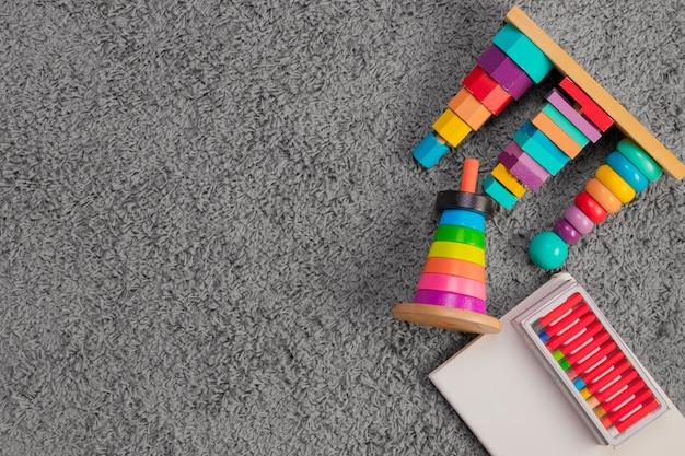 Composição plana leiga de brinquedos com copyspace
