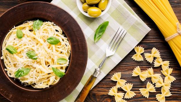Composição plana leiga de comida italiana