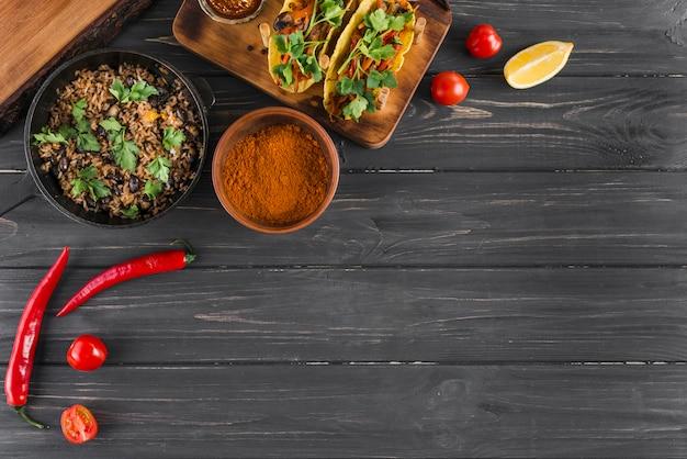 Composição plana leiga de comida mexicana com copyspace