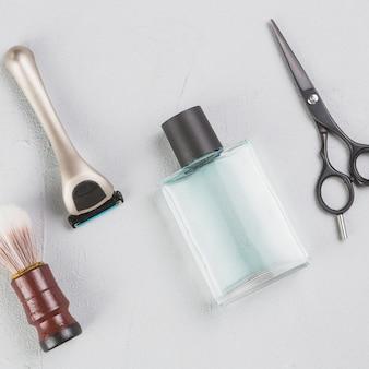 Composição plana leiga de objetos de barbear