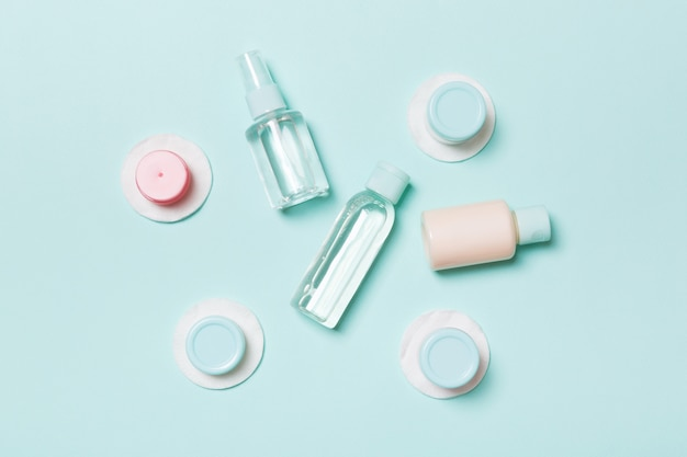 Composição plana leiga de produtos cosméticos. vista do topo