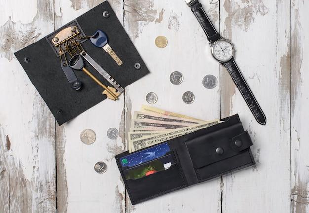 Composição plana leiga do relógio, acessórios feitos de pele