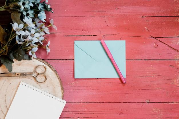 Composições de casamento com envelope de convite