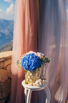 Composições de flores na cerimônia de casamento