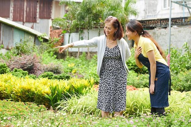 Compra de plantas no centro de jardinagem